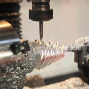 高精度な金属加工技術